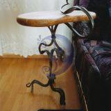 Kalto metalo stalo kojos.