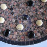 Lėkštė su stiklo akmenėliais