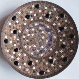 Ruda mozaikos lėkštė su juodais lašais