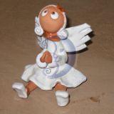 sedintis angelas -mergaite