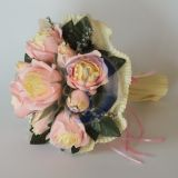 Saldainių gėlių puokštė