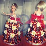 Lėlė dekoruota saldainiais