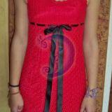 Raudona nerta suknelė