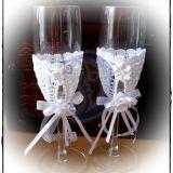 dekoruotos vestuvines taures
