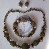 Prabangus chaki su perlais