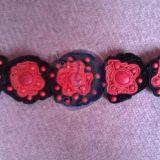 Raudona juoda apyrankė