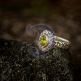 žiedas su peridotu