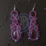 Violetiniai sutažo auskarai