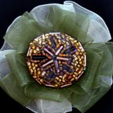 Sage pienine maisyta su zalia spalva